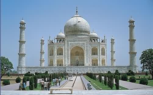 Jedno z nějznámějších mausoleí - Tádž Mahal v indické Agře